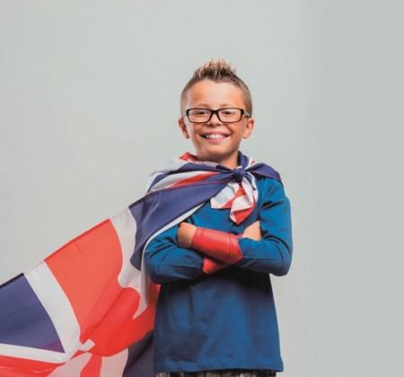 enfant avec un drapeau Royaume-Uni